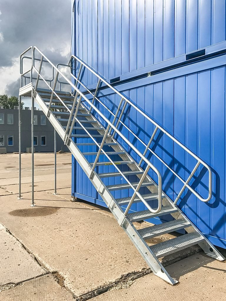 container_stairs_1