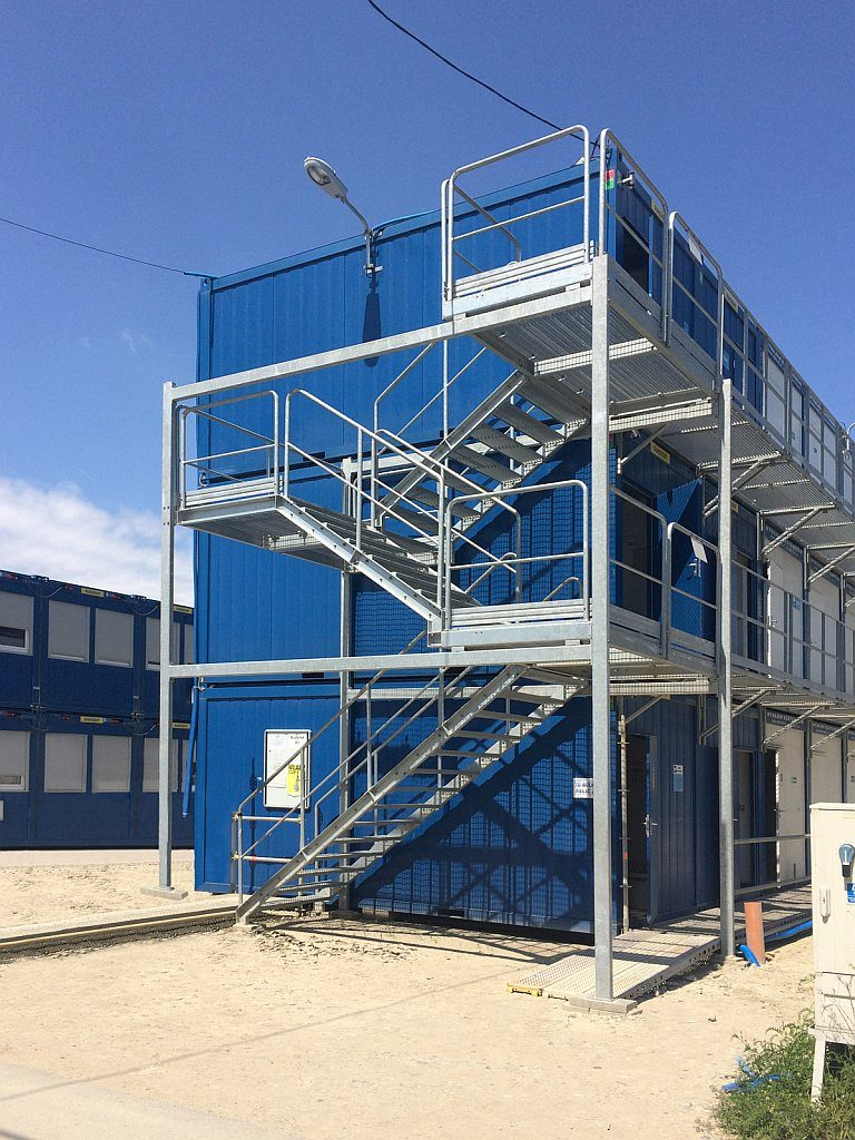 container_temporary_stairs_1