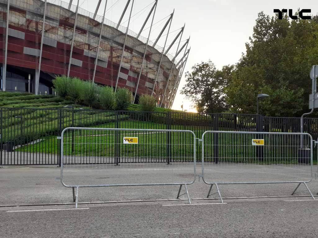 Guardrail-barricade-fencing-1