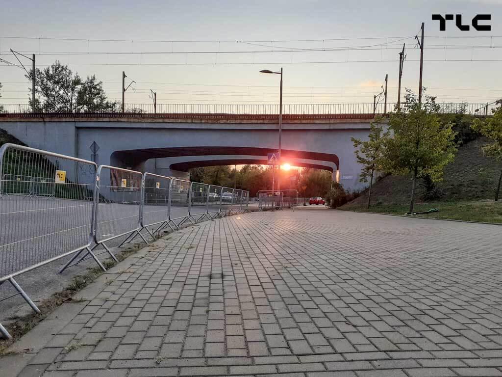 Guardrail-barricade-fencing-2
