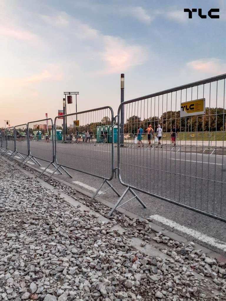 Guardrail-barricade-fencing-3