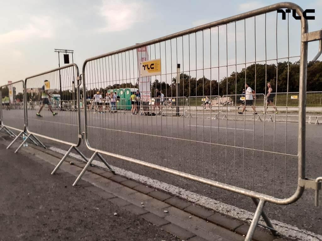 Guardrail-barricade-fencing-4