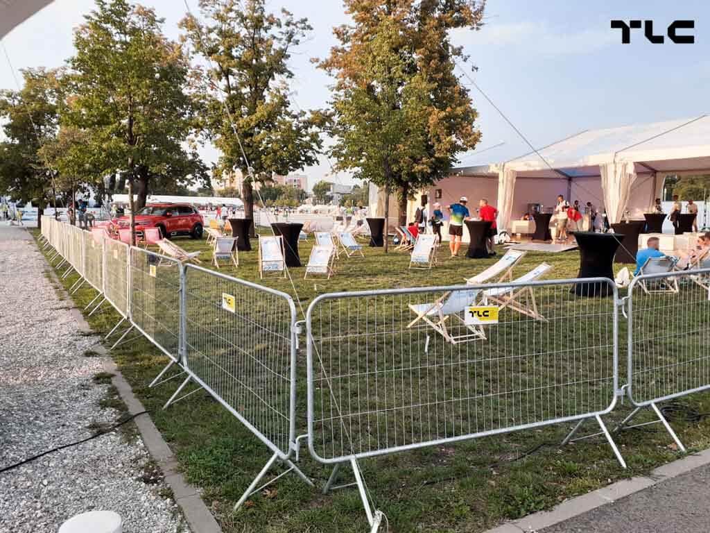 Guardrail-barricade-fencing